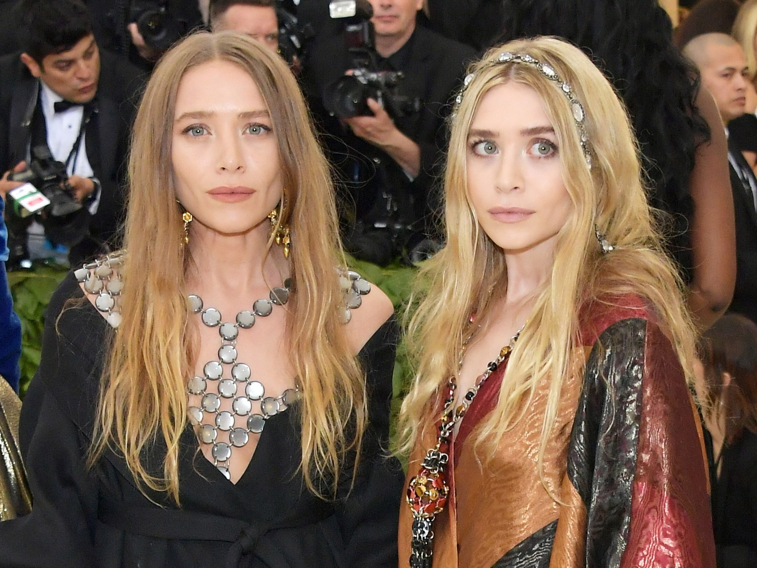 Ashley (po lewej) i Mary-Kate (po prawej) Olsen