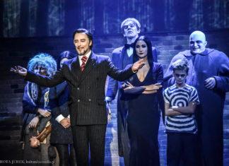 """""""Normalność to iluzja"""" - Rodzina Addamsów w Teatrze Syrena [recenzja]"""