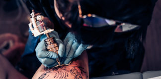 Świeży tatuaż