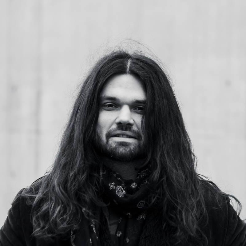 Maciej Lipina Ścigany