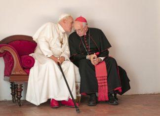 Dwóch Papieży Anthony Hopkins i Jonathan Pryce jako Benedykt XVI i kardynał Bergolio