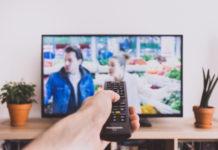 Jak oglądać polskie seriale za granicą? Odblokuj VOD TVP, Ipla, Player!