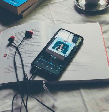 Czy warto słuchać audiobooków? - czytanie vs. słuchanie